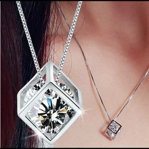 New Beautiful SetNecklace and Earrings w/ Crystal